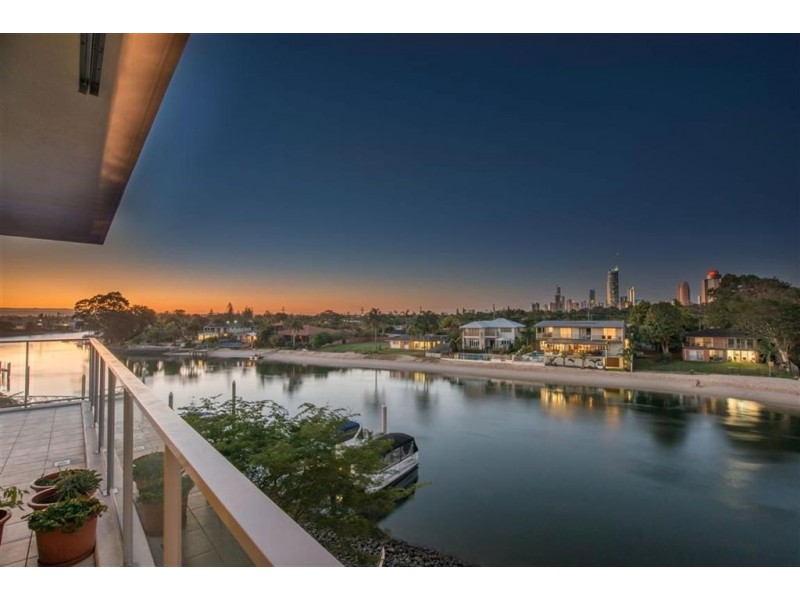 33 TE Peters Drive, Broadbeach Waters QLD 4218