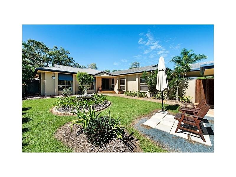 2 Hermitage Close, Ashmore QLD 4214