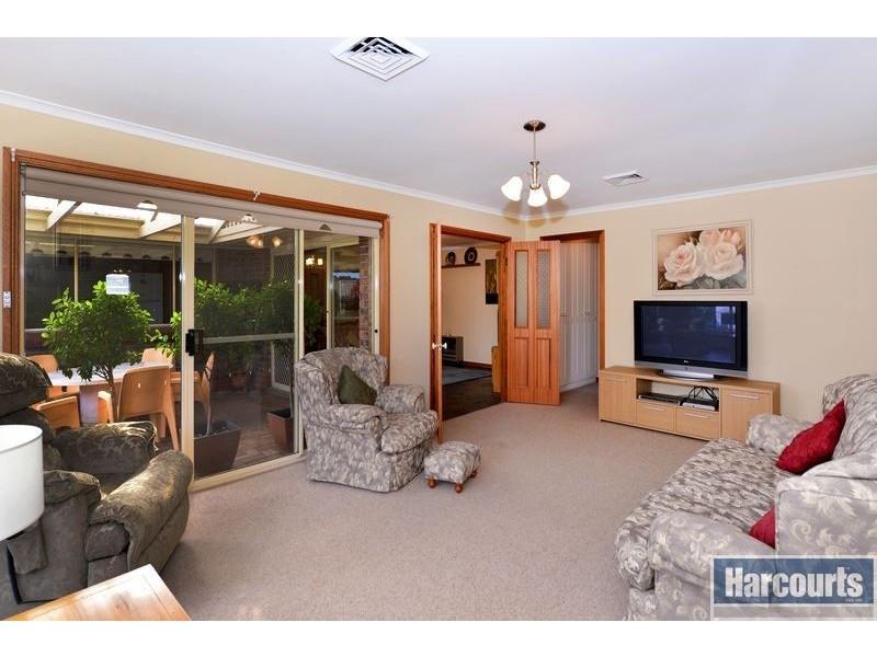 18 Vennachar Drive, Hallett Cove SA 5158
