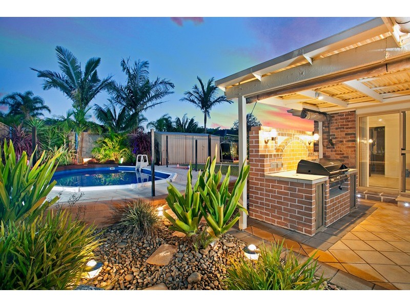 8 Flame Tree Place, Albion Park Rail NSW 2527
