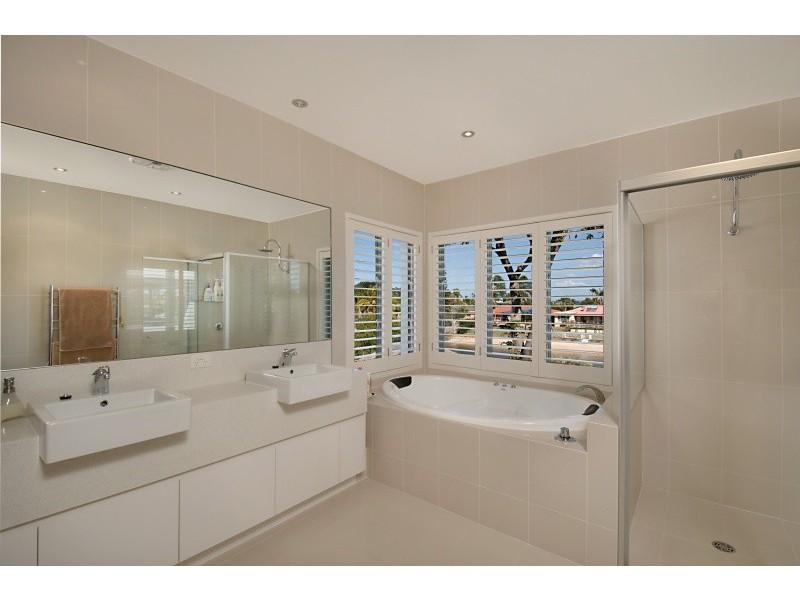 40 Moana Park Avenue, Broadbeach Waters QLD 4218