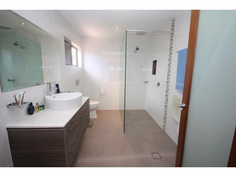 42 Merrimac Blvd, Broadbeach Waters QLD 4218