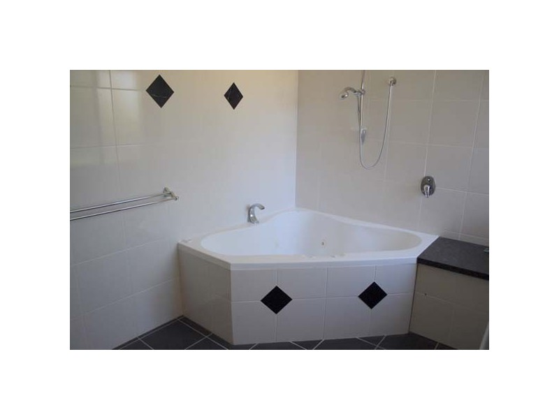 6 Cedar Place, Broadbeach Waters QLD 4218