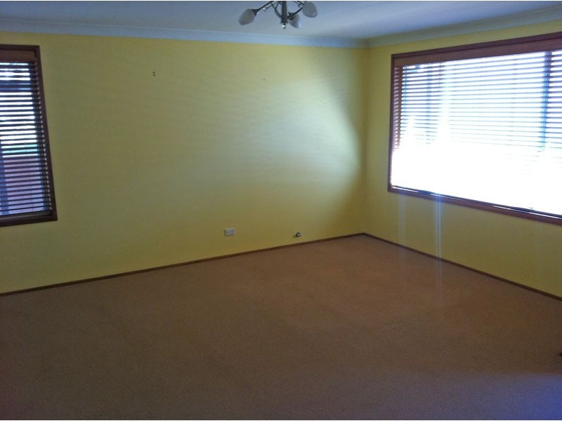 16 Holborn St, Ambarvale NSW 2560