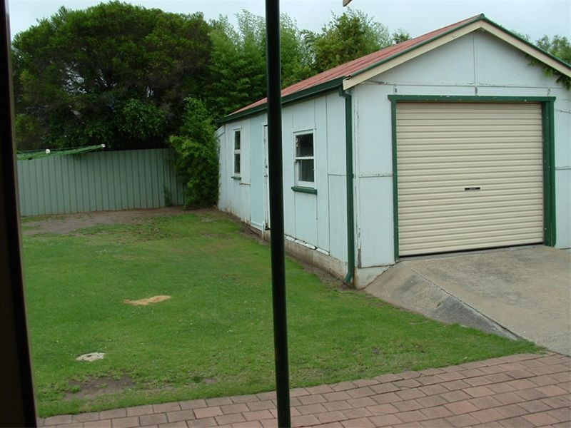 8 Abelia Street, Barrack Heights NSW 2528
