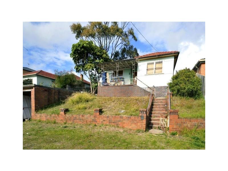 15  Brisbane St, Chifley NSW 2036