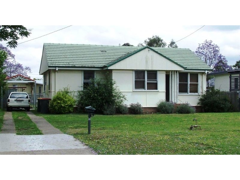 11 Howe Street, Singleton NSW 2330