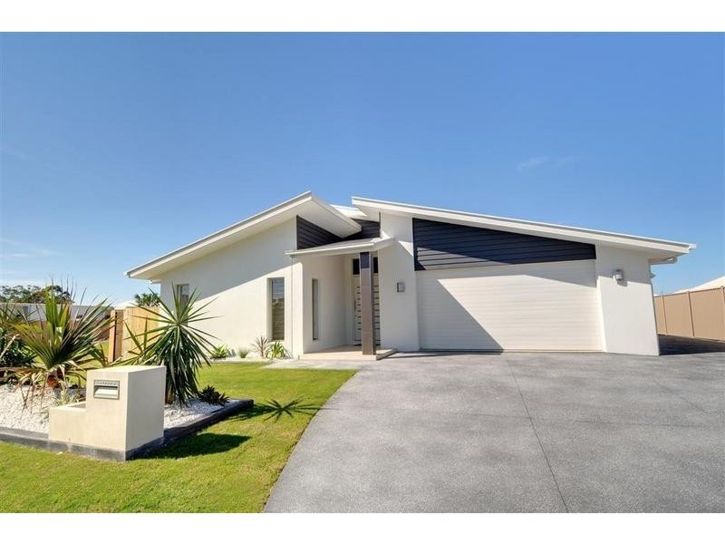 8 Creek View Place, Pelican Waters QLD 4551