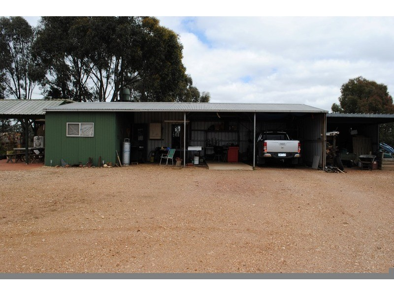 570 Avoca Road, Amherst VIC 3371