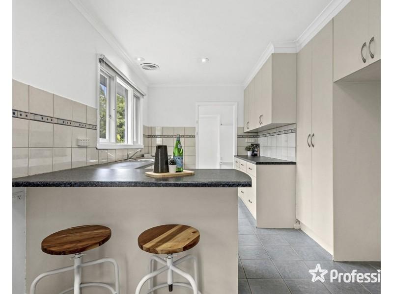 8 Malcolm Road, Croydon North VIC 3136