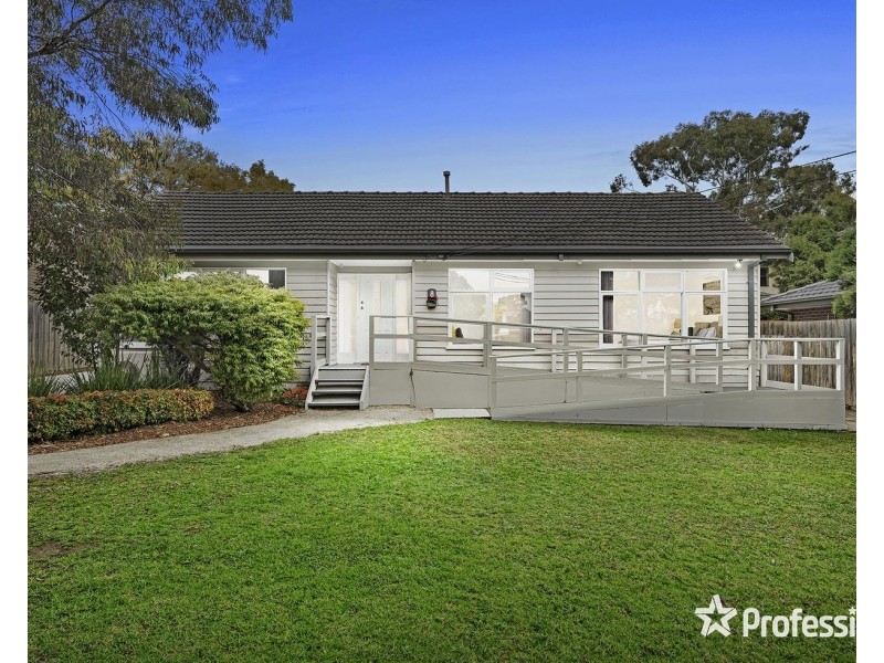 8 Malcolm Road, Croydon North VIC 3136