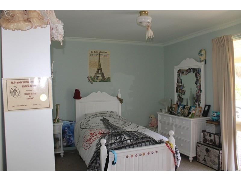 16 Llandeilo Lane, Ballan VIC 3342