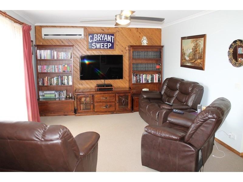 64 Jonathan Drive, Bacchus Marsh VIC 3340