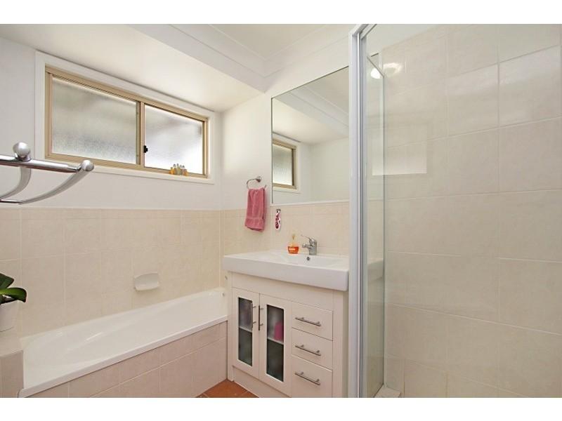 2/49 Bimbadeen Avenue, Banora Point NSW 2486