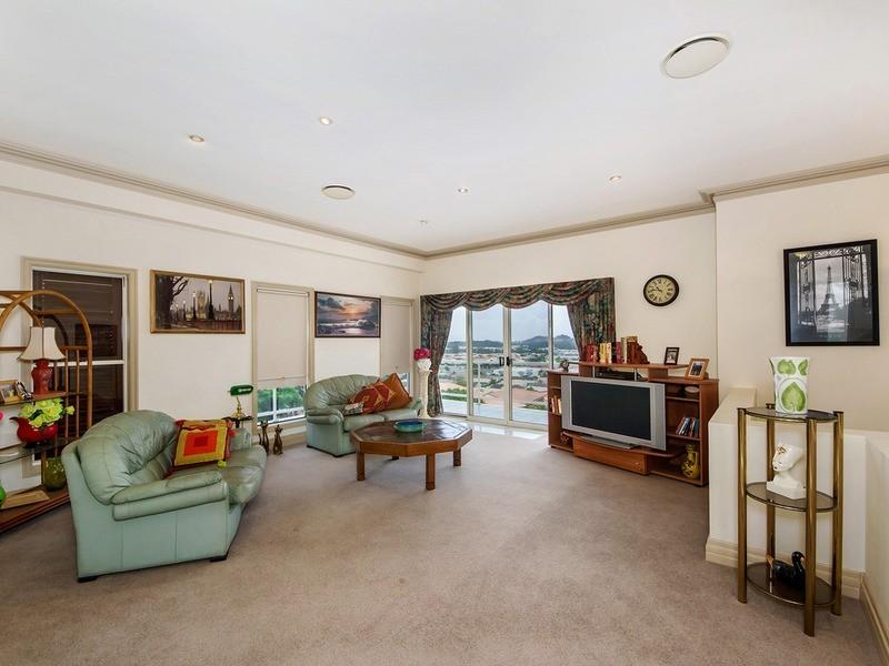 40 Castlecrag Avenue, Banora Point NSW 2486