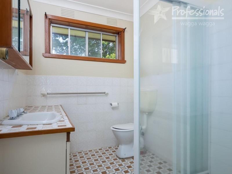 30 Geneva Crescent, Lake Albert NSW 2650