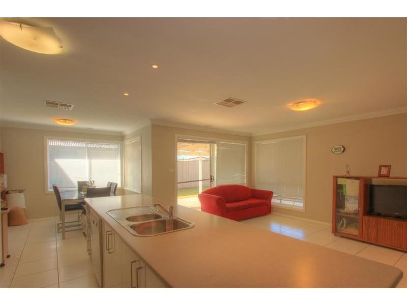 62 Mima Street, Glenfield Park NSW 2650
