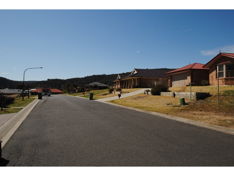 13 Henderson Place, Lithgow NSW 2790