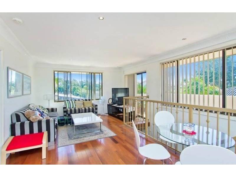12 Raymond Avenue, Bundall QLD 4217