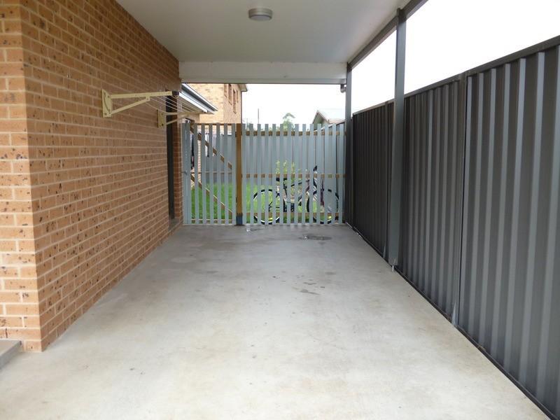 2/11 Nandowra Street, Aberdeen NSW 2336