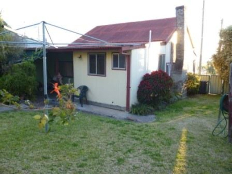 6 Mount Street, Aberdeen NSW 2336