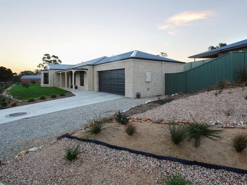 34 Janelle Drive, Maiden Gully VIC 3551