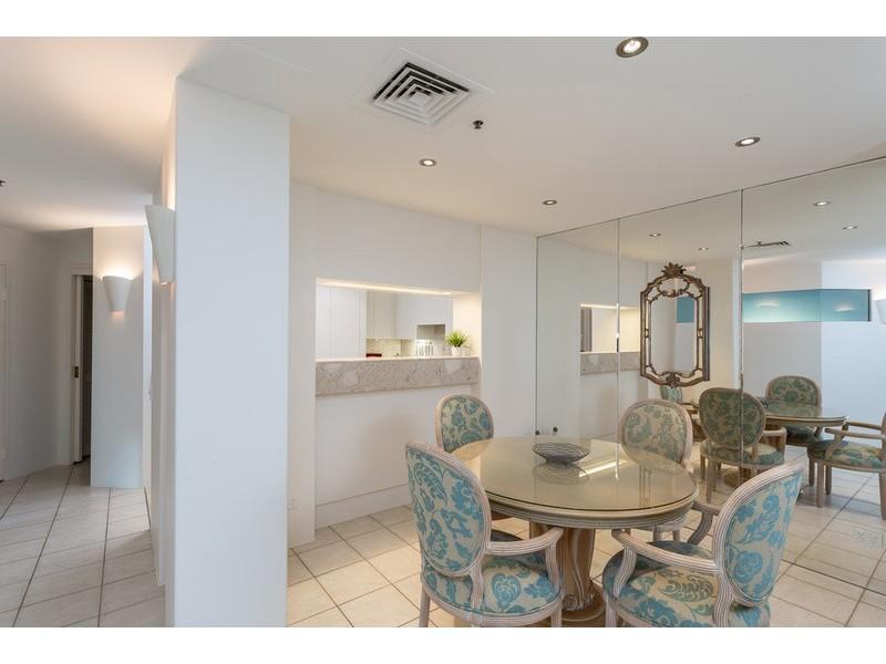 Villa 1/71 Seaworld Drive, Main Beach QLD 4217