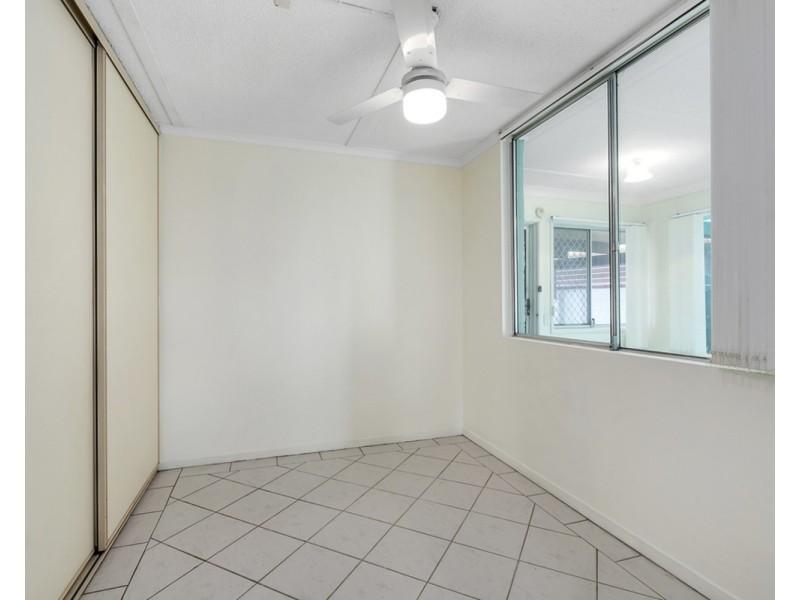 2/2 Carmel Court, Broadbeach Waters QLD 4218
