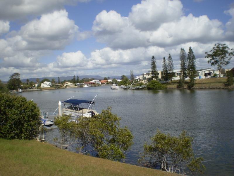 17 Ipsley Drive, Broadbeach Waters QLD 4218