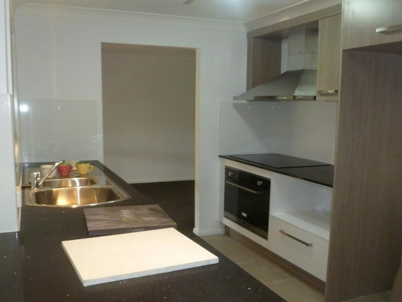11 Moana Crescent, Birkdale QLD 4159