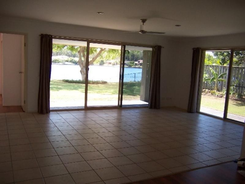25 Lefroy Dve (Lakehouse), Coombabah QLD 4216