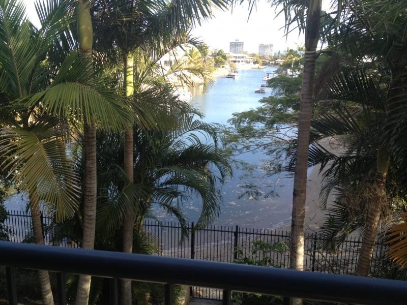 36 T.E Peters Drive, Broadbeach Waters QLD 4218
