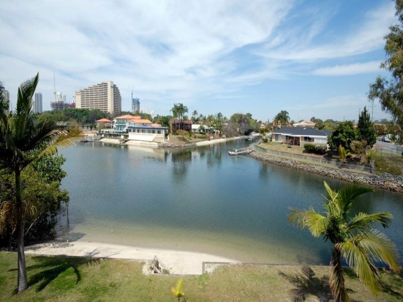 5/18 Sunshine Boulevard, Broadbeach Waters QLD 4218