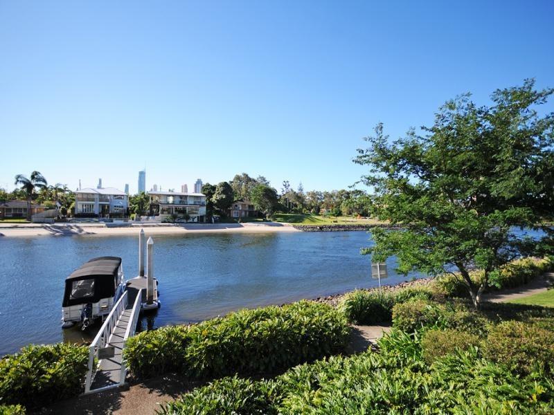206/33 TE Peters Drive, Broadbeach Waters QLD 4218