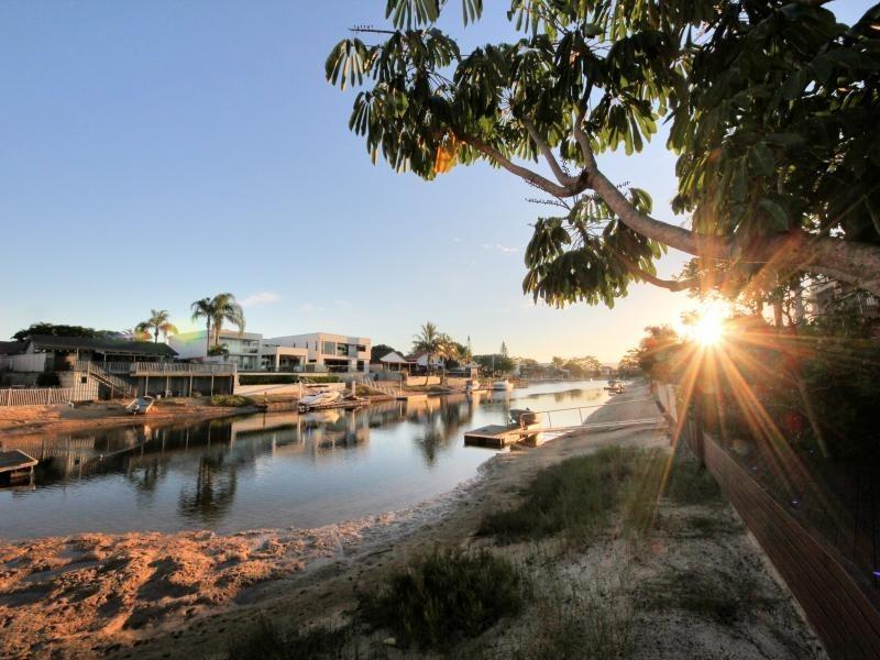 79 Clear Island Road, Broadbeach Waters QLD 4218