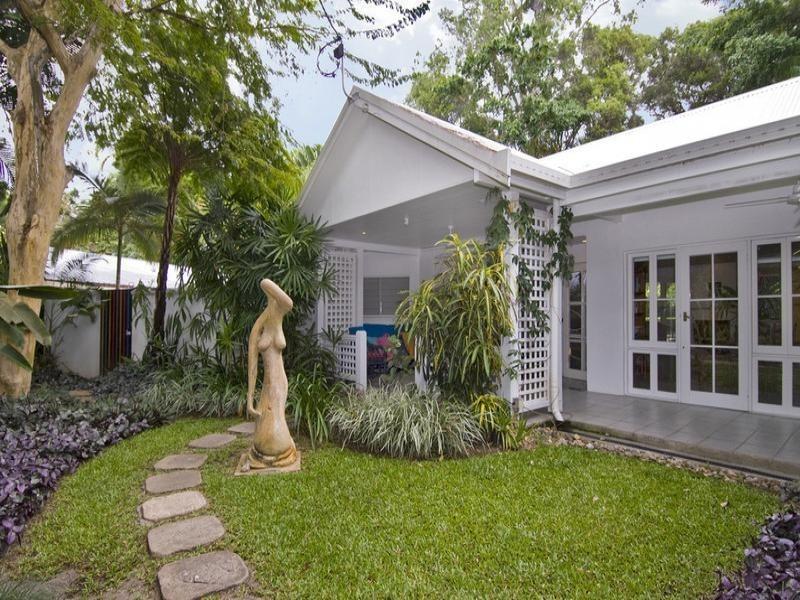 Mistral art house