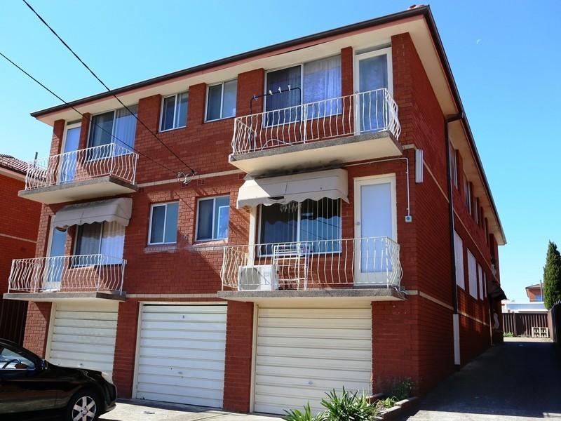 16 Marlowe St, Campsie NSW 2194