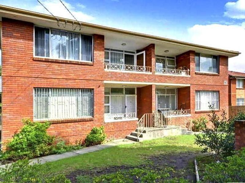 1/42 Sixth Ave, Campsie NSW 2194