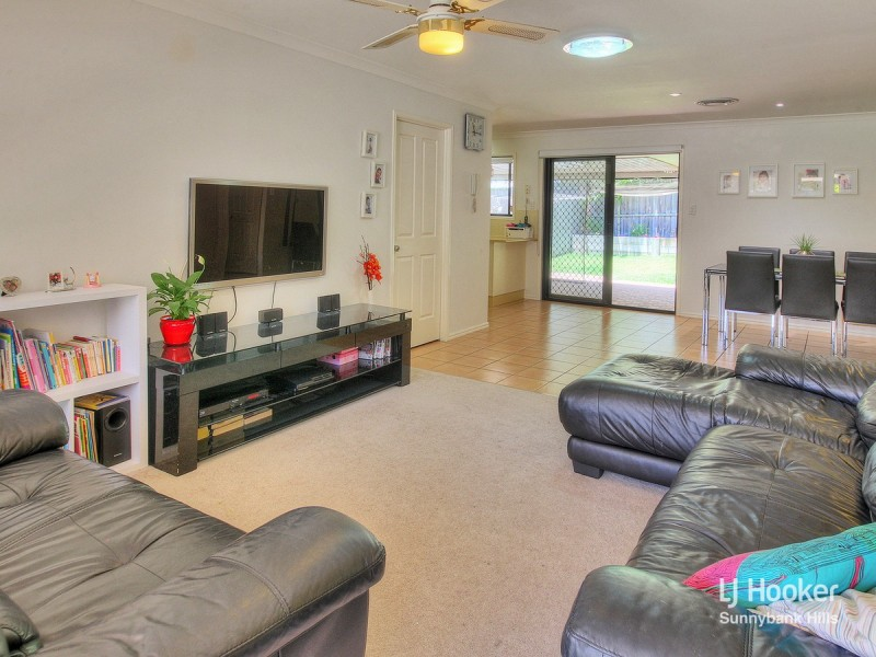 11/8 Honeysuckle Way, Calamvale QLD 4116