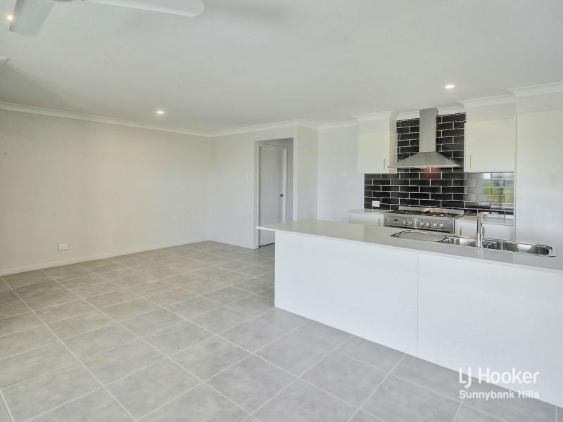 8 Fiveways Circuit, Park Ridge QLD 4125