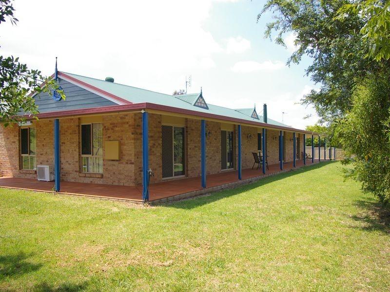 18 Stark Drive, Acland QLD 4401