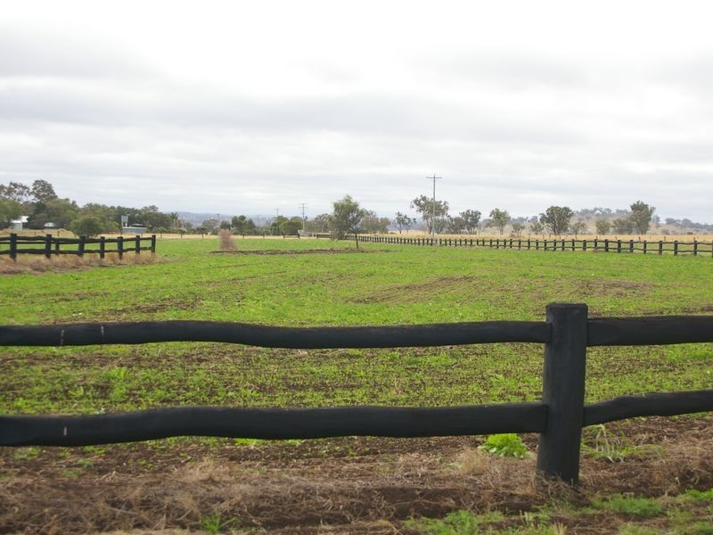 685 Kingsthorpe Haden Road, Acland QLD 4401