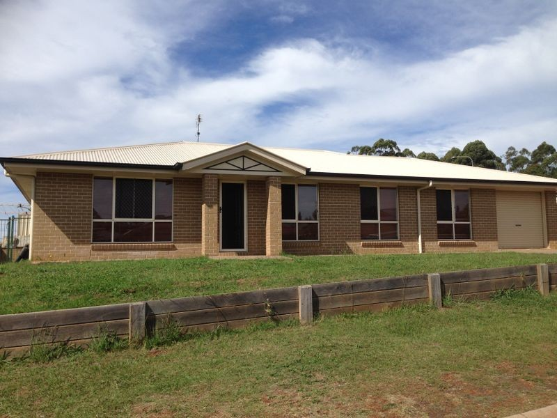 14 Willowburn Drive, Blue Mountain Heights QLD 4350