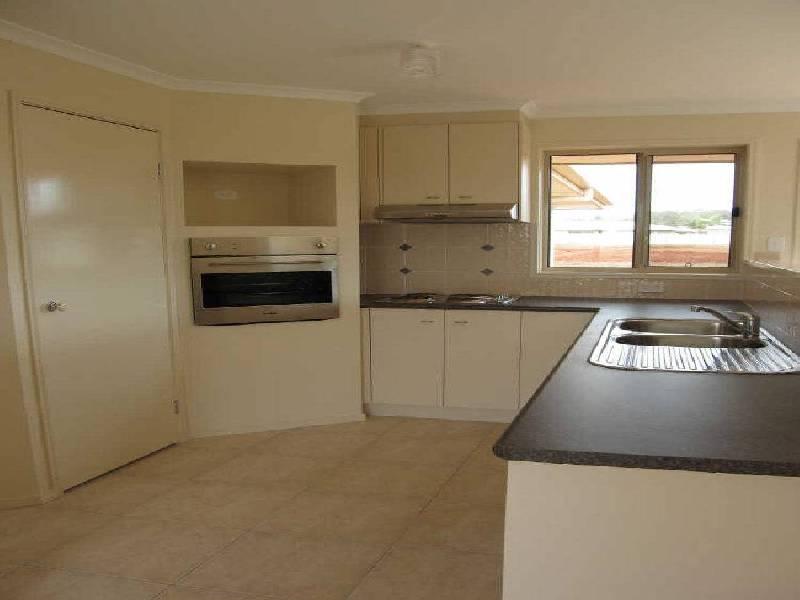 17 Berghofer Drive, Acland QLD 4401