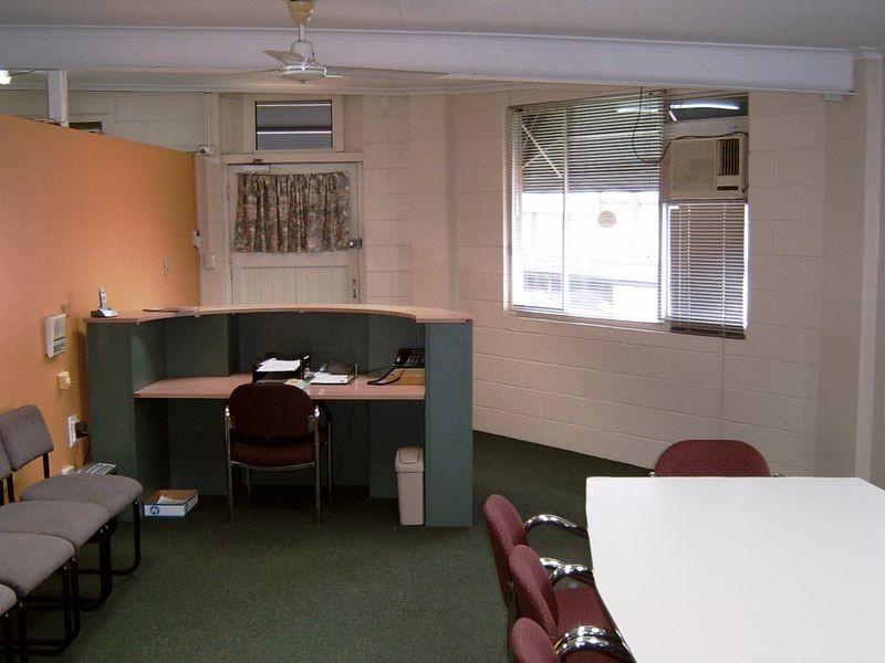 18 – 20 Yeatman Street, Hyde Park QLD 4812