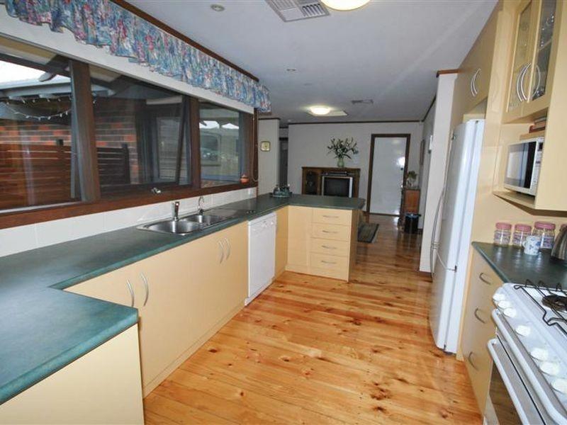 18 Oakridge Road, Aberfoyle Park SA 5159
