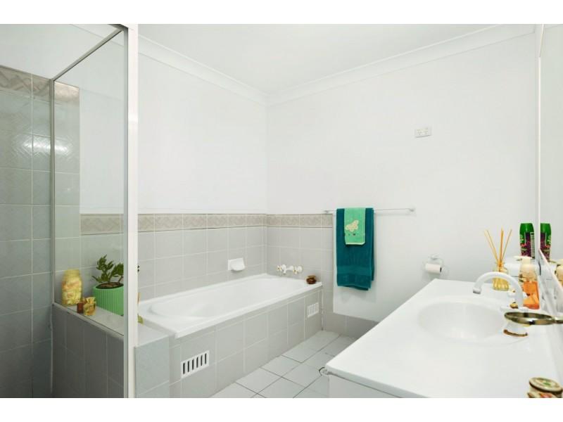 2/204 Warners Bay Rd, Mount Hutton NSW 2290