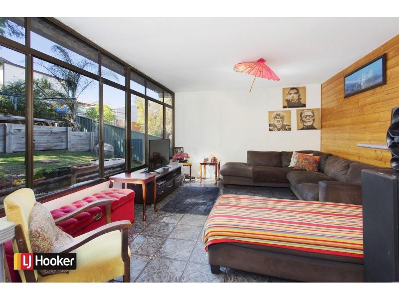 49 Mirrabooka Road, Lake Heights NSW 2502