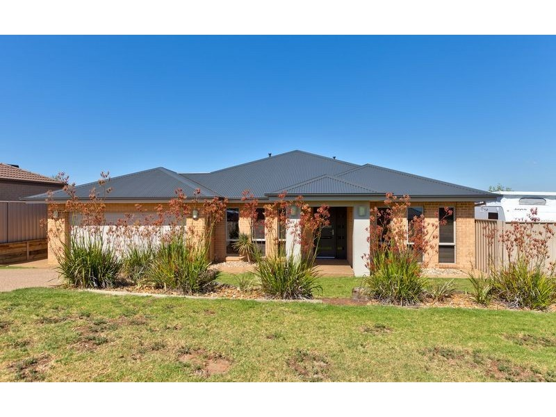 1 Rosewood Court, Thurgoona NSW 2640
