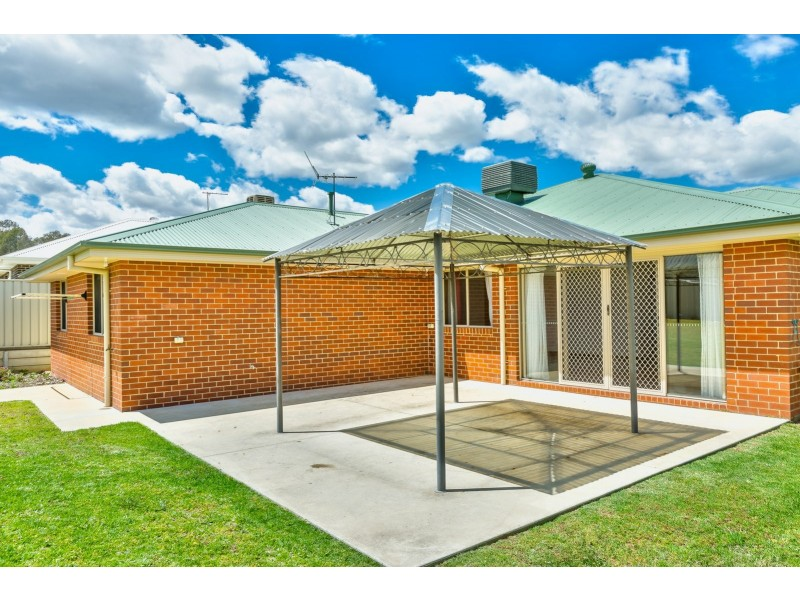 114 Pickworth Street, Thurgoona NSW 2640